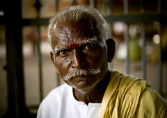 Human marriage bureau in Trichy temple - India (Eric Lafforgue) Tags: old wedding portrait india man face temple groom bride husband bachelor indie wife mariage indi indien hind indi inde hodu indland matchmaker  hindistan indija   ndia hindustan   lafforgue   hindia  bhrat  703388 marieur indhiya bhratavarsha bhratadesha bharatadeshamu bhrrowtbaurshow  hndkastan