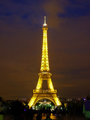 Torre Eiffel Noturna (Pedro Cavalcante) Tags: paris france tower frankreich europa europe torre tour toren eiffeltower frana eiffel toureiffel torreeiffel finepix frankrijk turm trocadero francia parijs pars  parigi trn frankrike            s6500  s6500fd mywinners abigfave  platinumphoto finepixs6500 pedrocavalcante