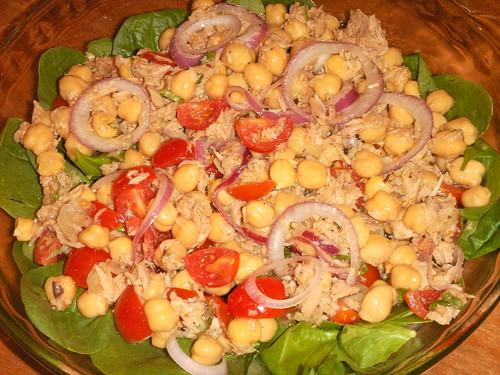 tuna and garbanzos salad