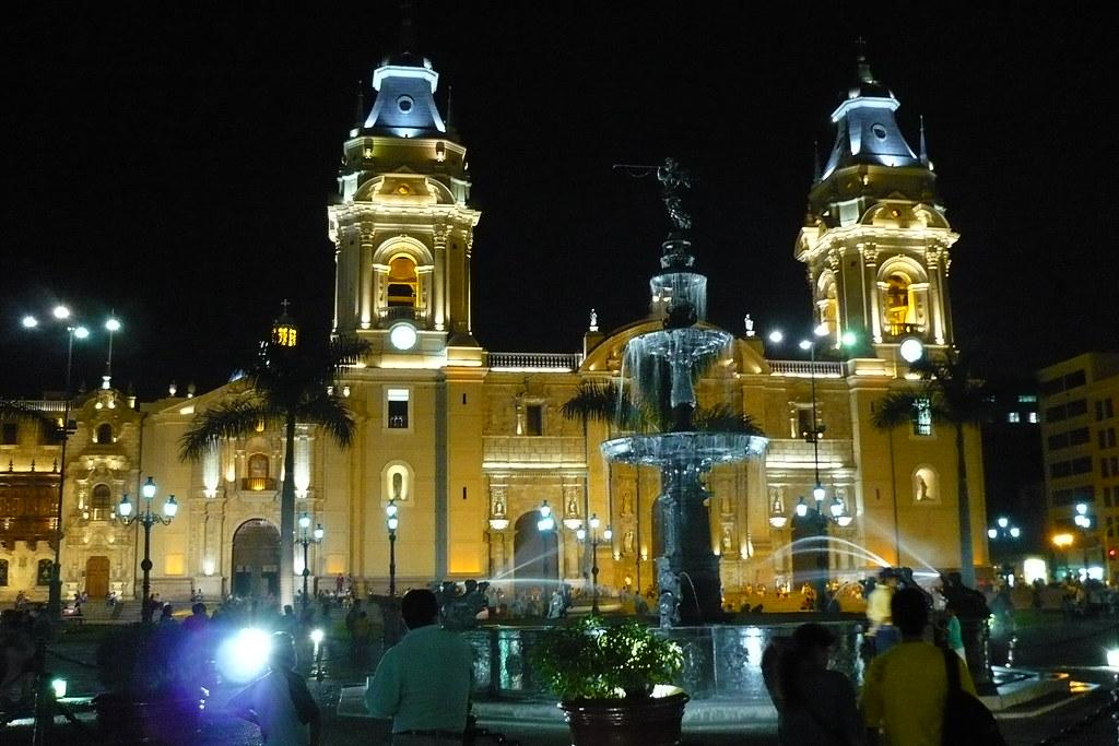 Catedral de Lima & Pileta de noche
