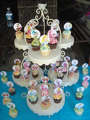 Alice in Wonderland cupcakes by Rachel from Cupcakes Take the Cake