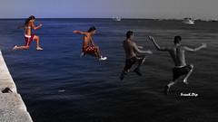 ... un tuffo nel passato (FranK.Dip) Tags: desktop italy beach italia mare porto salento puglia spiaggia vacanza vacanze giovani brindisi ragazzi divertimento tuffi spiaggie digapuntariso dip2 llovemypics frankdip panoramafotogrfico 08252008 lagentecheincontro