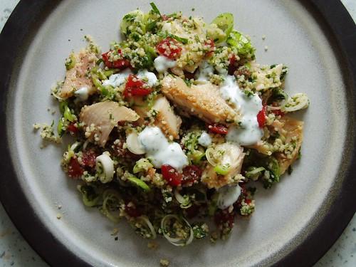 Geräucherte Forelle mit Couscous-Salat