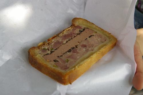 蘇鎮公園 07 -  中間是包肉的 .. 我也吃不慣... 沒吃完