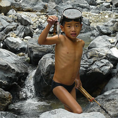 Absent from school to catch Pai Soi fish (Bn) Tags: topf50 forestry laos vangvieng littlefish 50faves boysfishing livinginharmony hmongpeople cascadingriver pasaifish hereisnature khancave swiftstreams fishbreedingseason catchingfishintheriver selfmadespears enjoycatchingfish