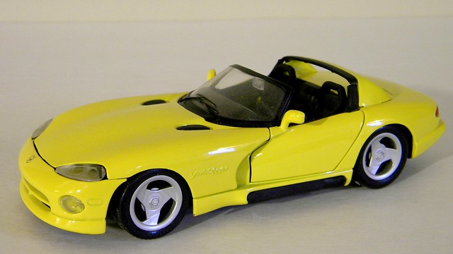 scale model 1996 dodge viper diecast maisto 124th