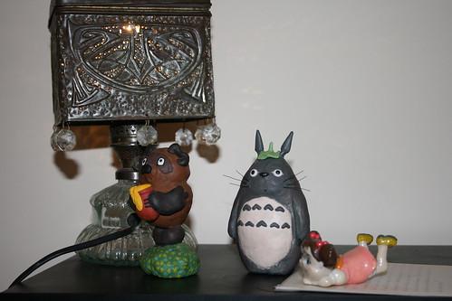 Тоторо и Мэй под чайной лампой
