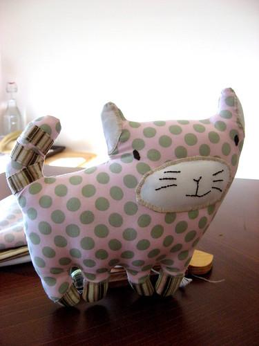 Cuddly cat 002