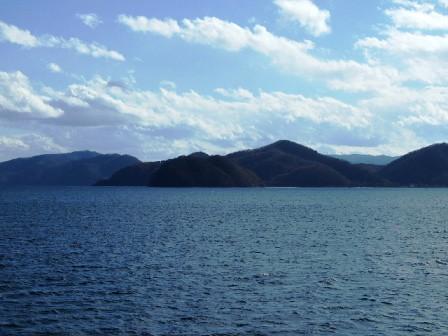 猪苗代湖の遊覧船上から観た景色