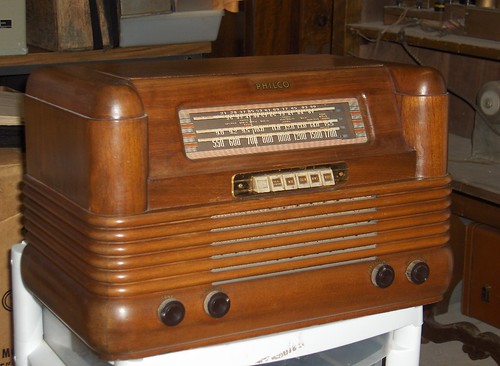 Philco 42-350 Tube Radio by Antique Radios & Stark Test  Equipment.