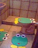 SAPO CURURU NA BEIRA.... (MEG @RTES E CIA) Tags: de jogo banheiro