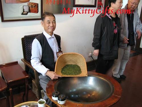 Hello Kitty Meet Tea Master in Dragon Well Village, HangZhou