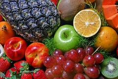 Frutas (Robson Borges) Tags: brazil frutas brasil fruit comida laranja kiwi uva morango goiânia abacaxi goiás maça maracuja sabor mamão saúde nectarina bej robsonborges