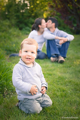 Family Portrait (H. Hille) Tags: family boy portrait germany garden deutschland parents kid kissing couple child availablelight familie paar naturallight son kind german copyspace familyportrait garten kiel ef2470mmf28lusm junge deutsch schleswigholstein eltern sohn kssen canoneos1dmarkiii familienportrait