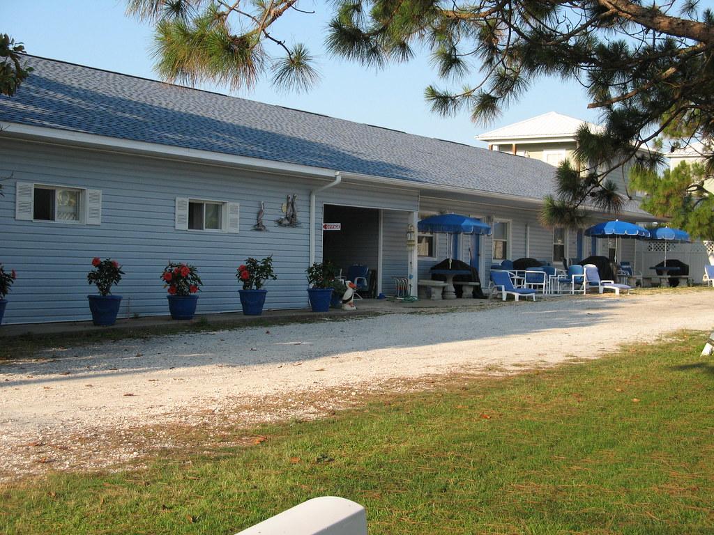 Old Pier Motel
