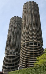 Marina City (Maira Wenzel) Tags: usa chicago buildings illinois marinacity lptowers