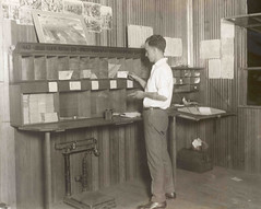 Sorting airmail (Smithsonian Institution) Tags: smithsonianinstitution airmail usps clerk ohmygoshthatssocool sorting work postal indoors transcontinentalairmail pigeonholecompartments apartadopostal correo cartero shirt man mail postoffice vintage scale nationalpostalmuseum mailacrossthecommons