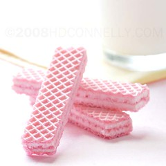 (hd connelly) Tags: pink stilllife food hdconnelly milk drink wafercookie