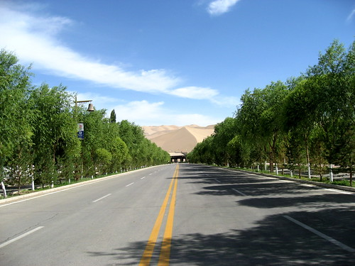 The road to Mingsha Hill
