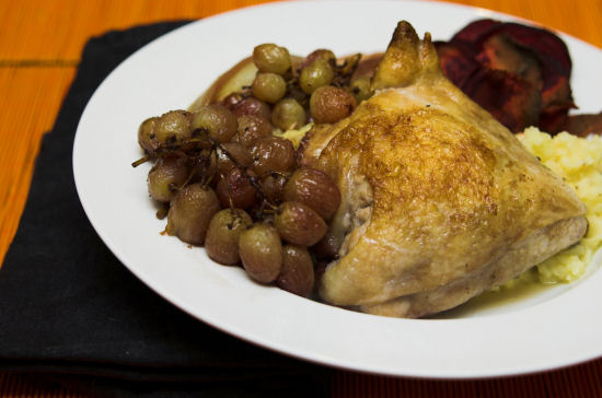 Chicken roasted with red wine and grapes