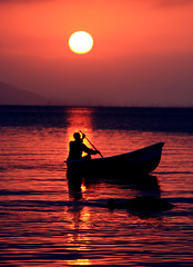 The shadow man (MARI Curbani) Tags: sunset red sea sky orange sun man sol boat mar cu vermelho canoa homen
