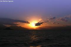 Sunset (Luiz Henrique Assuno) Tags: sunset brazil brasil riodejaneiro canon eos prdosol ilhagrande 2008 40d licassuncao