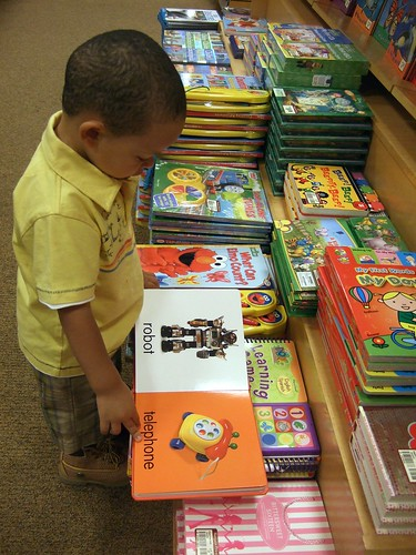 Gian is bookshopping (1)