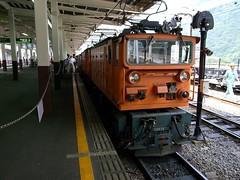 黒部峡谷鉄道の宇奈月駅ホームのトロッコ電車