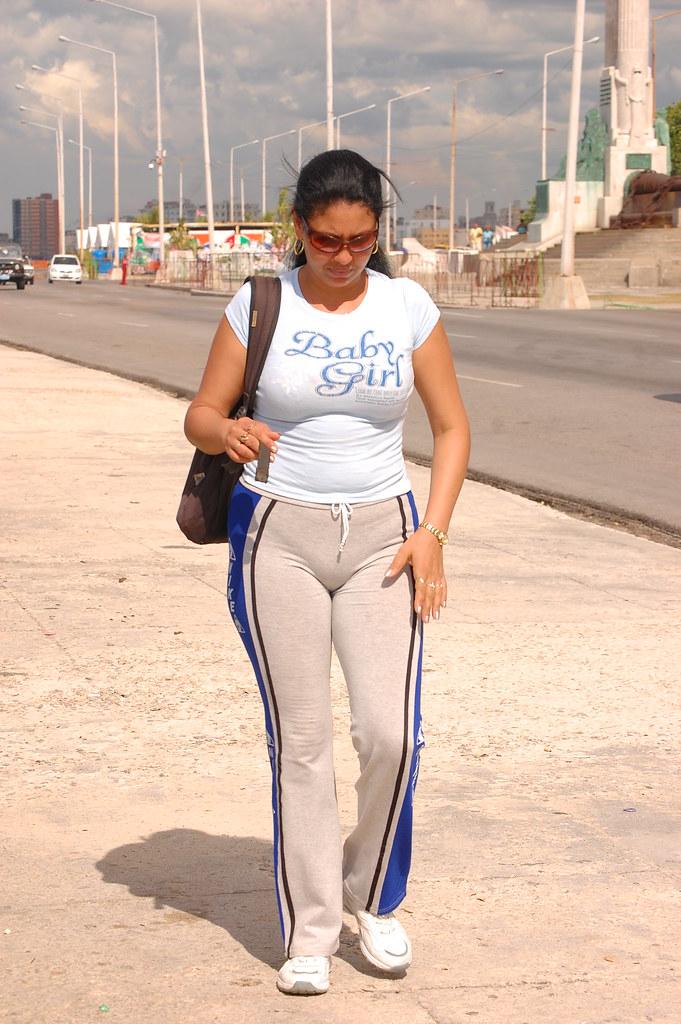 Cubanita milf playing with herself part 1