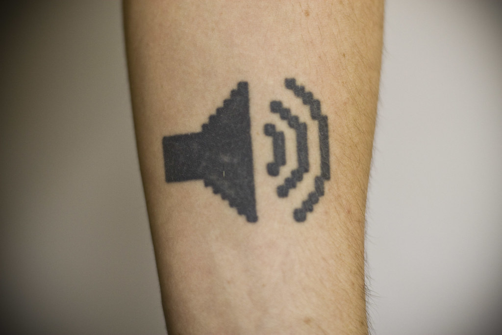 I always wanted a musical tattoo, and the audio out icon on my 266Mhz G3