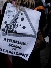 Attenzione: scuola in demolizione! (Gaiux) Tags: roma università protesta 2008 proteste scuola manifestazione sciopero riforma facoltà finanziaria istruzione sindacato sindacati gelmini 30102008 legge133