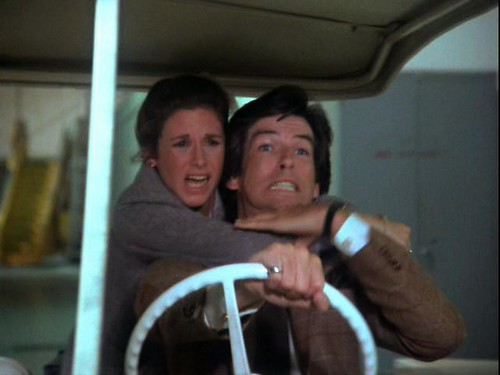 Laura Holt and Remington Steele in golf cart