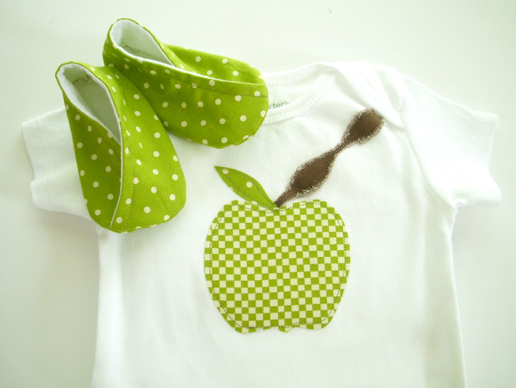 Appliqued Green Apple Baby Short/Long Sleeve Onesie or Tshirt