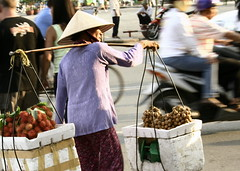 Le Loi (Farl) Tags: street woman fruits hat commerce market traditional vietnam vendor saigon hochiminh rhambutan longan benthanh nonla leloi