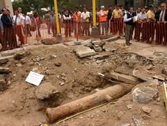 Colonial cannon discovered beneath Lima's streets