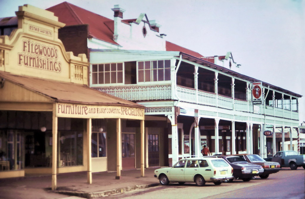 gm 00935 Filewood's Furnishings and Junee Hotel, NSW 1985