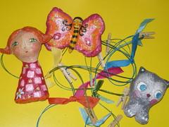 Para pendurar desenhos... (Susana Tavares) Tags: gato borboleta crianas menina decorao divertida papiermach miudos susanatavares muitascores molinhas penduradesenhos