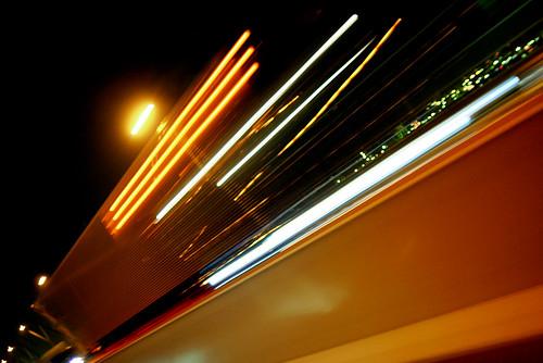 トラックと夜景
