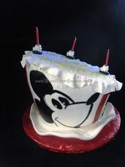 Clubhouse 1st Birthday 01222011 (Glass Slipper Gourmet) Tags: 1stbirthday topsyturvy fondant hatcake