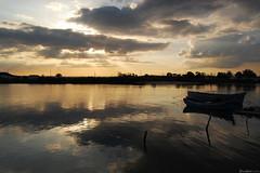 (jonatasluzia) Tags: sunset sun sol portugal silhouette boats photography boat barco barcos prdosol nuvens fotografia nuvem barreiro silhueta fotografias nikond40 ilustrarportugal jonatasluzia