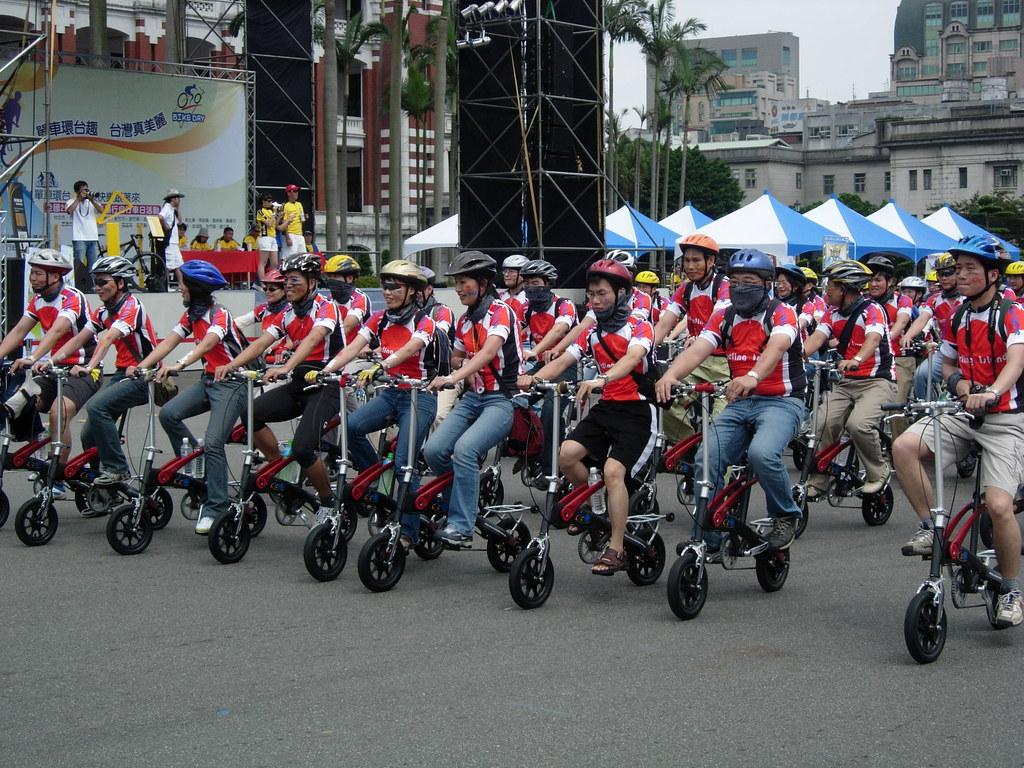 Folding bike cycling team