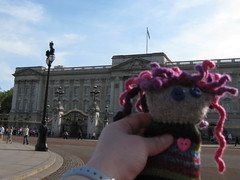 swatchy c visits buckingham palace