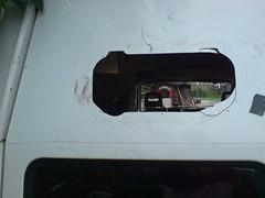 Gat in de achterdeur - Ventilatie boven het bed (HarmvVugt) Tags: camper gat lt raam zelfbouw lt35 deurluik