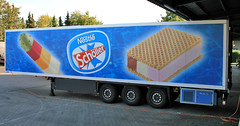 somebody ice cream?! (cool_colonia4711) Tags: truck icecream eis nestl lastwagen kaktus lkw schller anhnger bigsandwich khlwagen sattelauflieger sattelzug refrigeratedtruck sixwheelsemitrailer khltransporter