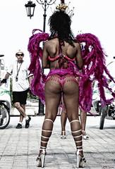 walking Warsaw / cross drumming festival / miedzynarodowy  festiwal sztuki perkursyjnej 2008. (Magda'70) Tags: street blue woman hot june canon walking dance women purple action magenta powershot warsaw 2008 czerwiec g9 zymon
