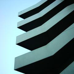 【写真】ミニデジで撮影した面白い造形のビル
