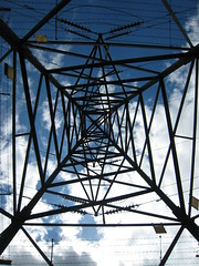 20 Jul 08 - pylon (Flumpster) Tags: sky metal fruit kent fb farm structure pylon electricity pembury pyo