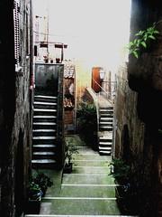 duello di scale (Il cantore) Tags: scale stairs lane tuscany toscana vicolo pitigliano 15challengeswinner canoniani