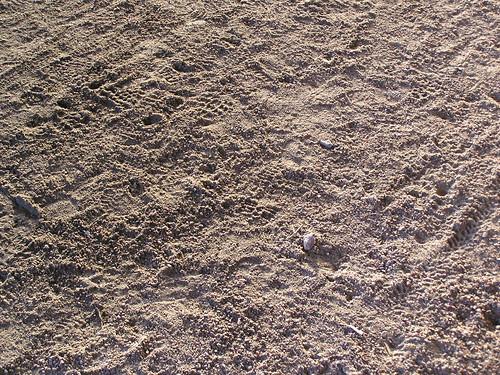 Rantatien hiekkaa