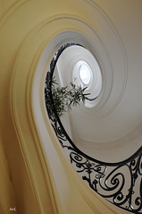 Ellipse (Jack from Paris) Tags: white paris stairs curves snail blanc escargot spirale escaliers artdco linescurves rambarde nikon18200vr nikond300 jpr6528